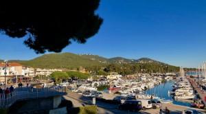 Carqueiranne promenade surplombant le port et les plages